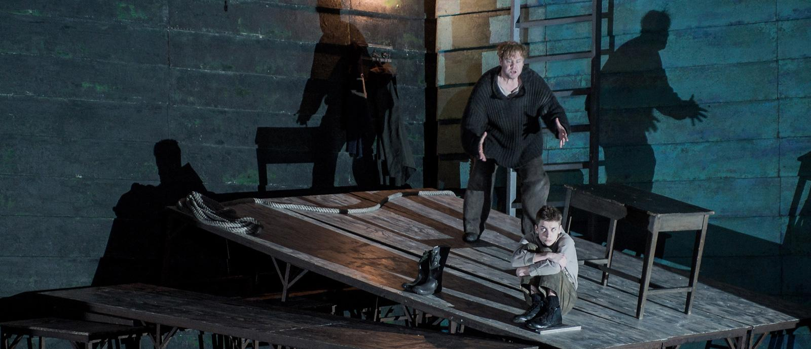 ENO Peter Grimes: Stuart Skelton as Peter Grimes and Timothy Kirrage as the Apprentice. (c) Robert Workman.