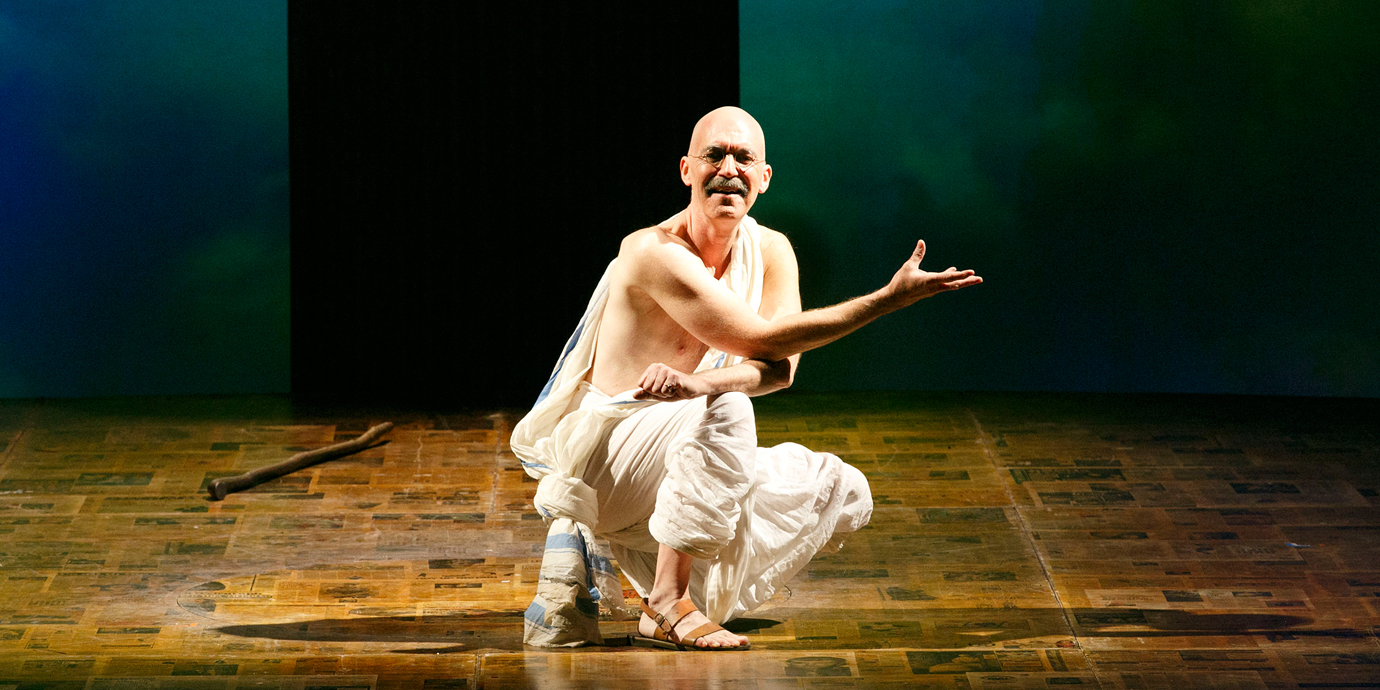 ENO's Satyagraha - Alan Oke as Gandhi . Photo by Donald Cooper