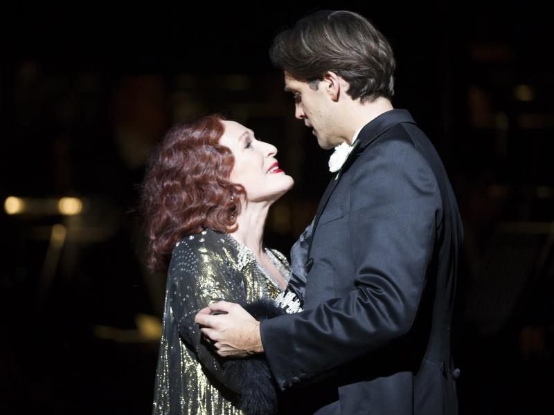 Glenn Close (Norma Desmond), Michael Xavier (Joe Gillis). Photo by Richard Hubert Smith