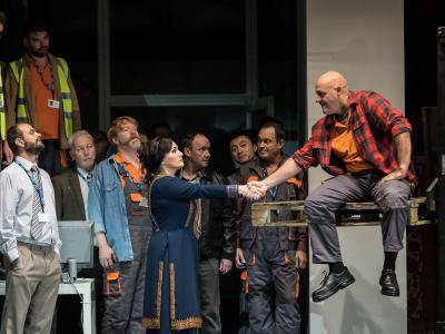 patricia racette as lady macbeth on stage with builders shaking their hand