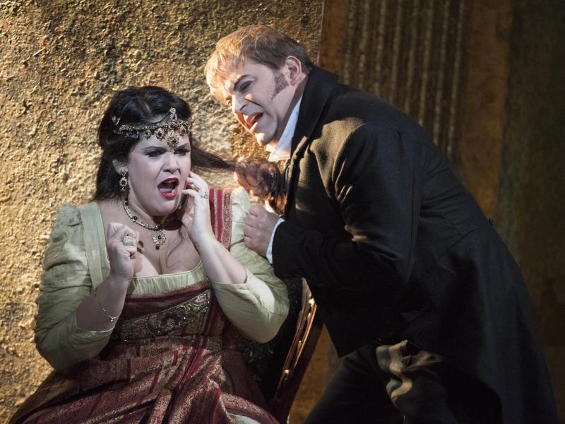 Keri Alkema as Tosca and Craig Colclough as Scarpia