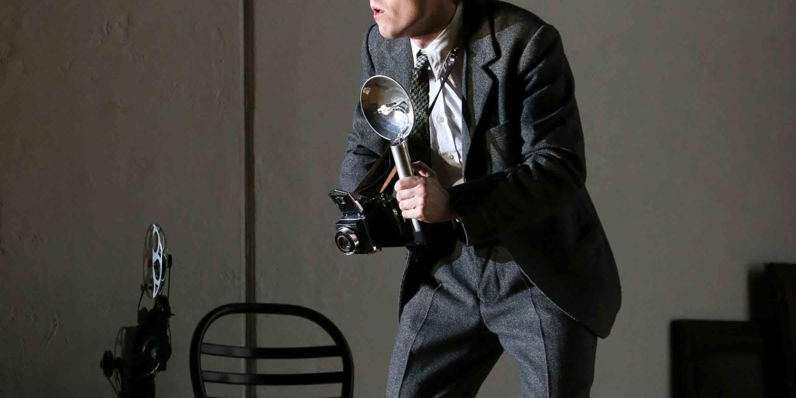 Rupert Charlesworth playing Emilio in ENO's 2017 production of Partenope