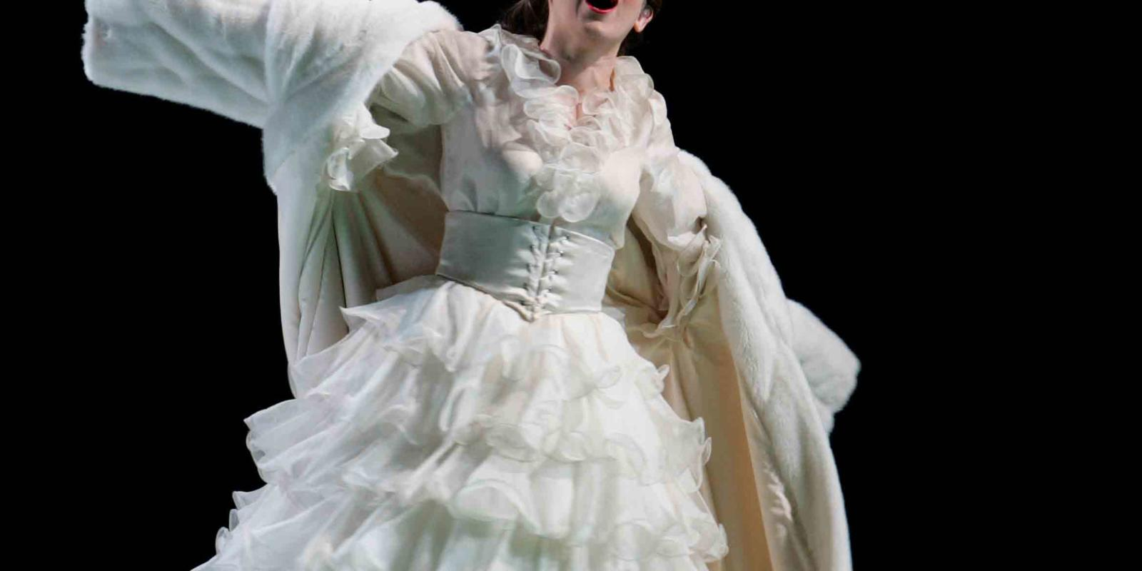 An image of Victoria Simmonds in ENO's 2004 production of A Midsummer Night's Dream
