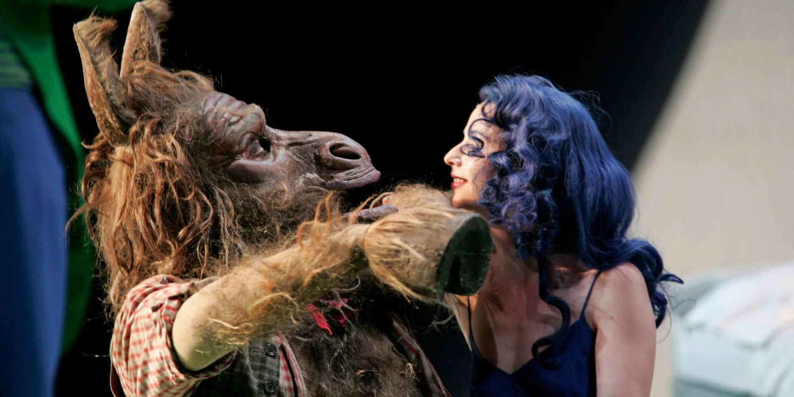 An image of Peter Rose and Sarah Tynan in ENO's 2004 production of A Midsummer Night's Dream