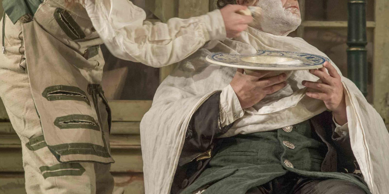 An image of Morgan Pearse and Andrew Shore in Jonathan Miller's 2015 production of The Barber of Seville