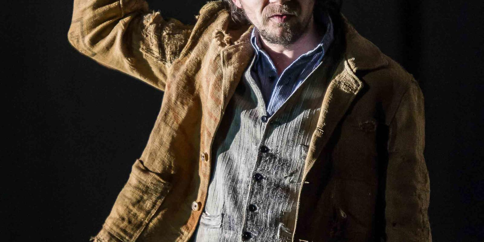 An image of Iestyn Davies in Richard Jones's 2014 production of Rodelinda
