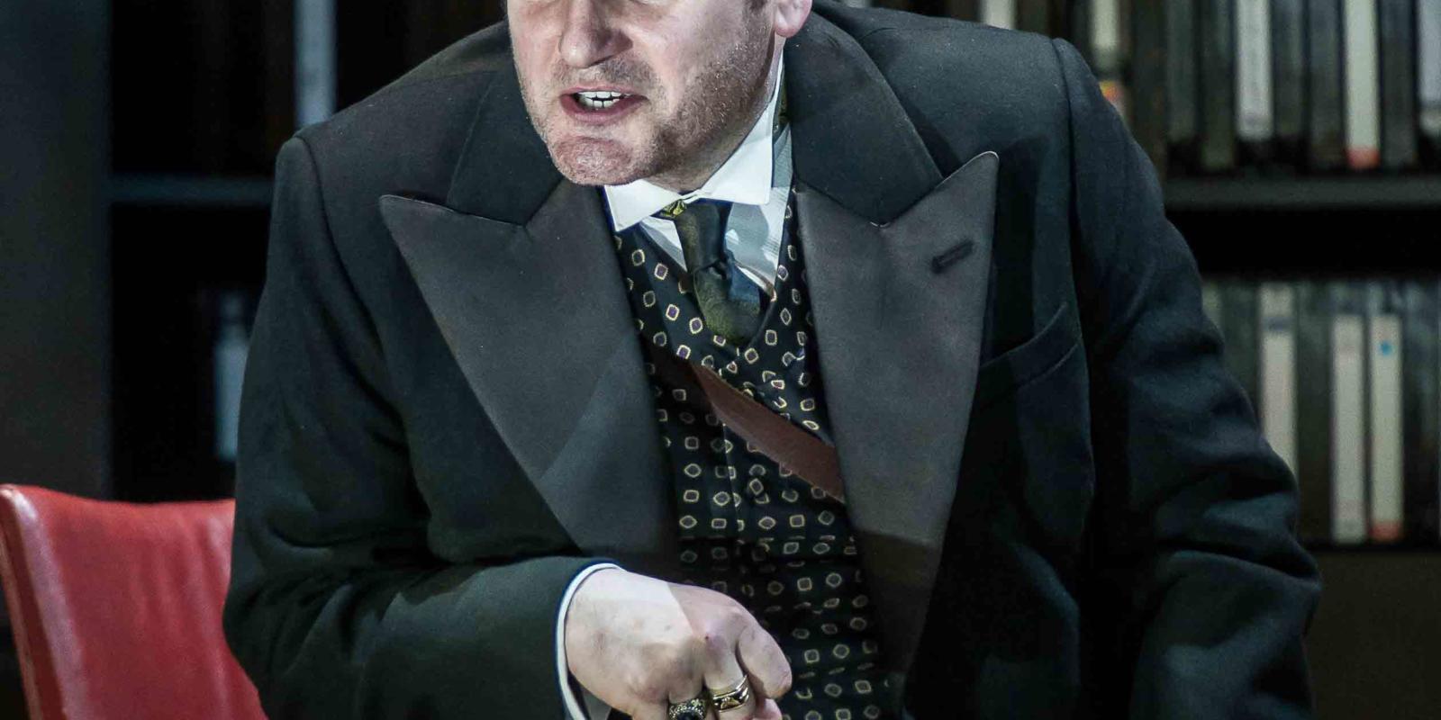 An image of John Mark Ainsley in Richard Jones's 2014 production of Rodelinda