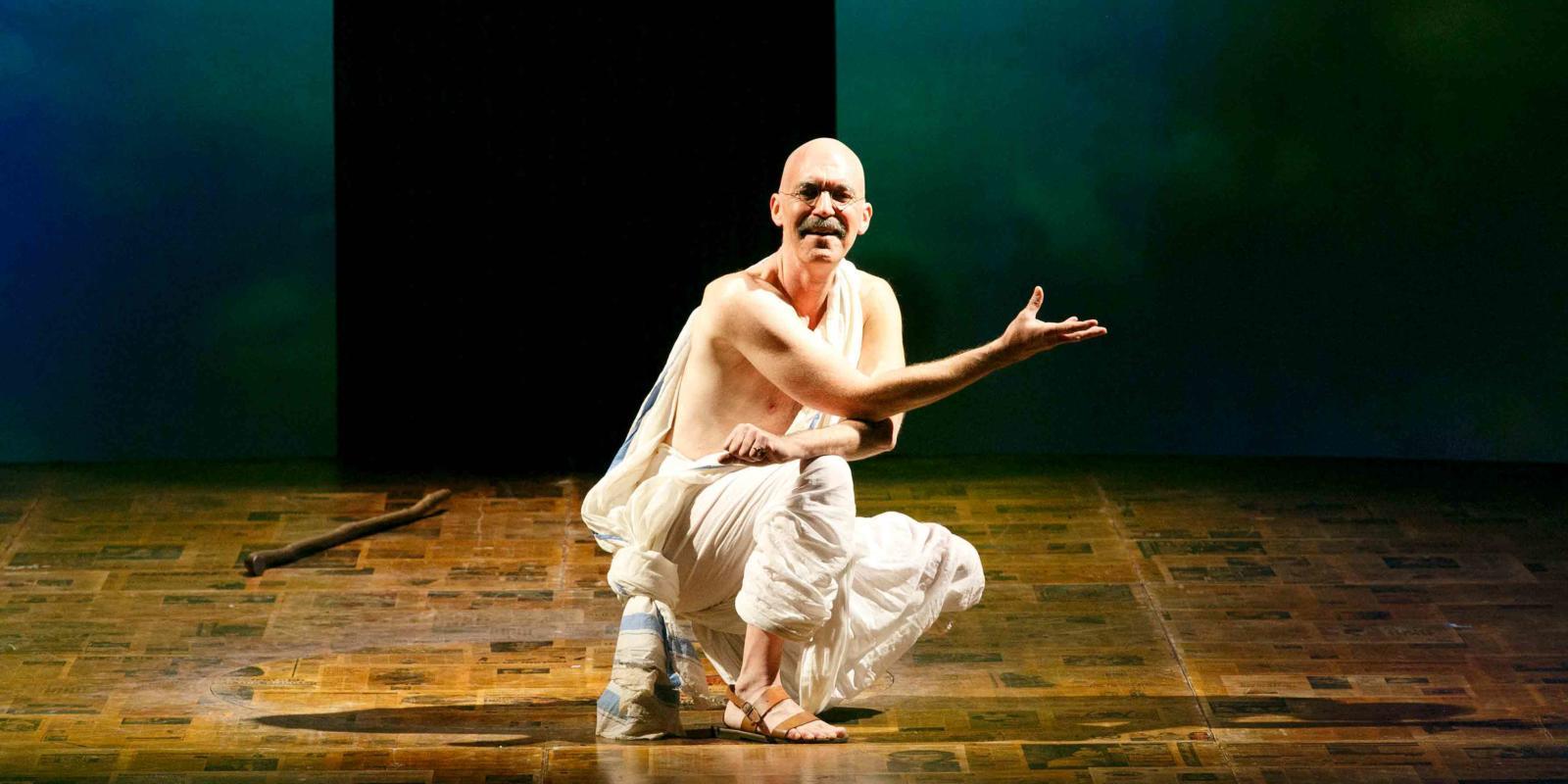 An image of Alan Oke in Phelim McDermott's 2013 production of Satyagraha