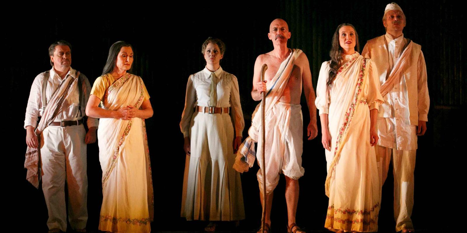 An image of Nicholas Folwell, Janis Kelly, Clare Eggington, Alan Oke, Stephanie Marshall and Nicholas Masters in Phelim McDermott's 2013 production of Satyagraha