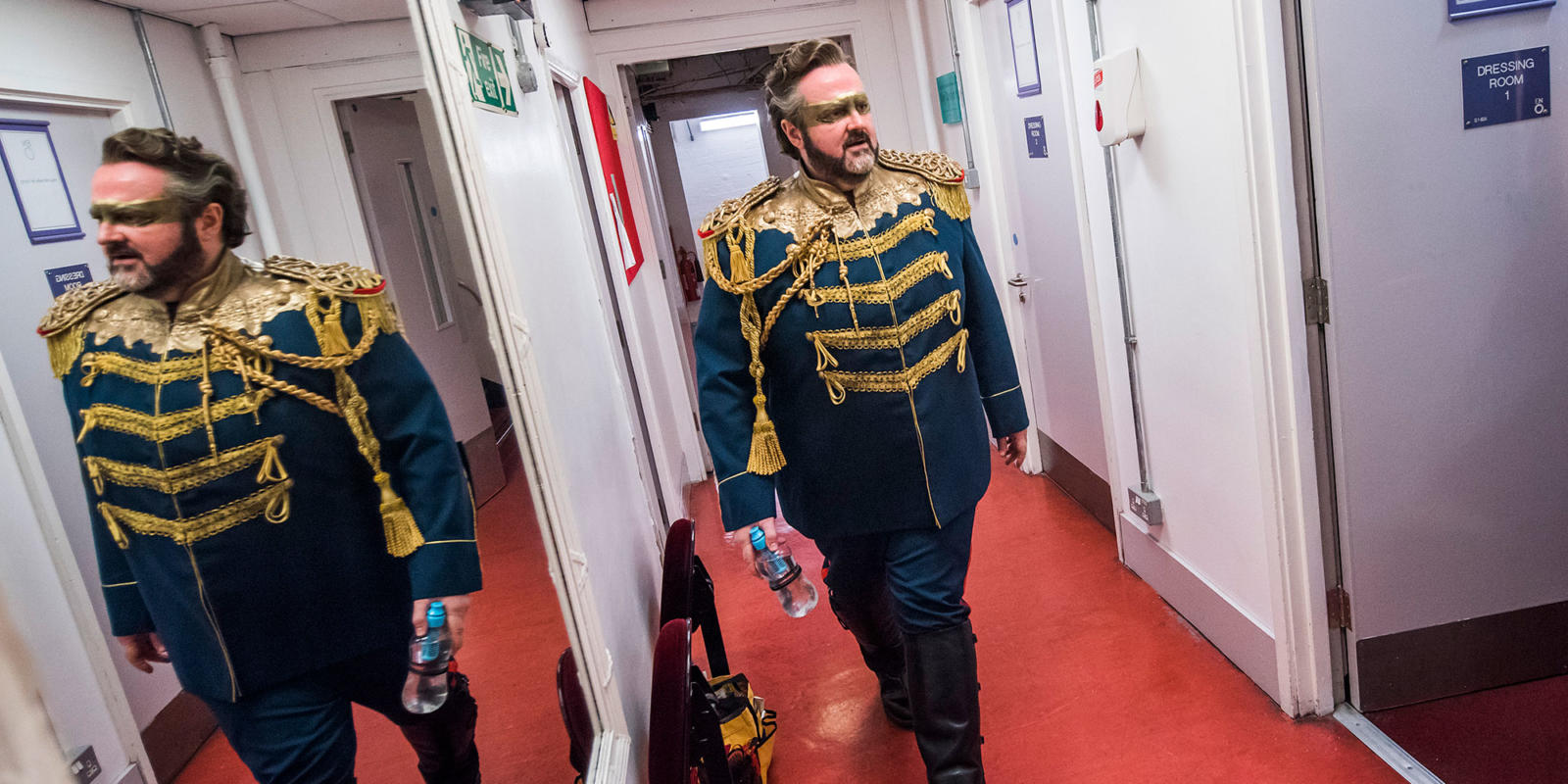 Gwyn Hughes Jones in full costume on his way to sing the role of Radames (c) Tristam Kenton