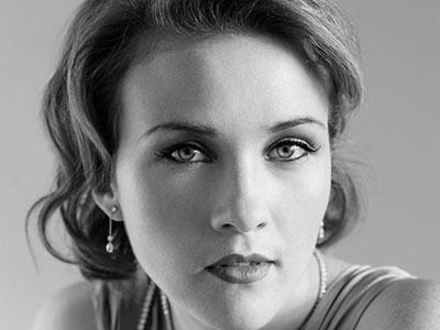 Sasha Cooke - Opera Mezzo-soprano of English National Opera
