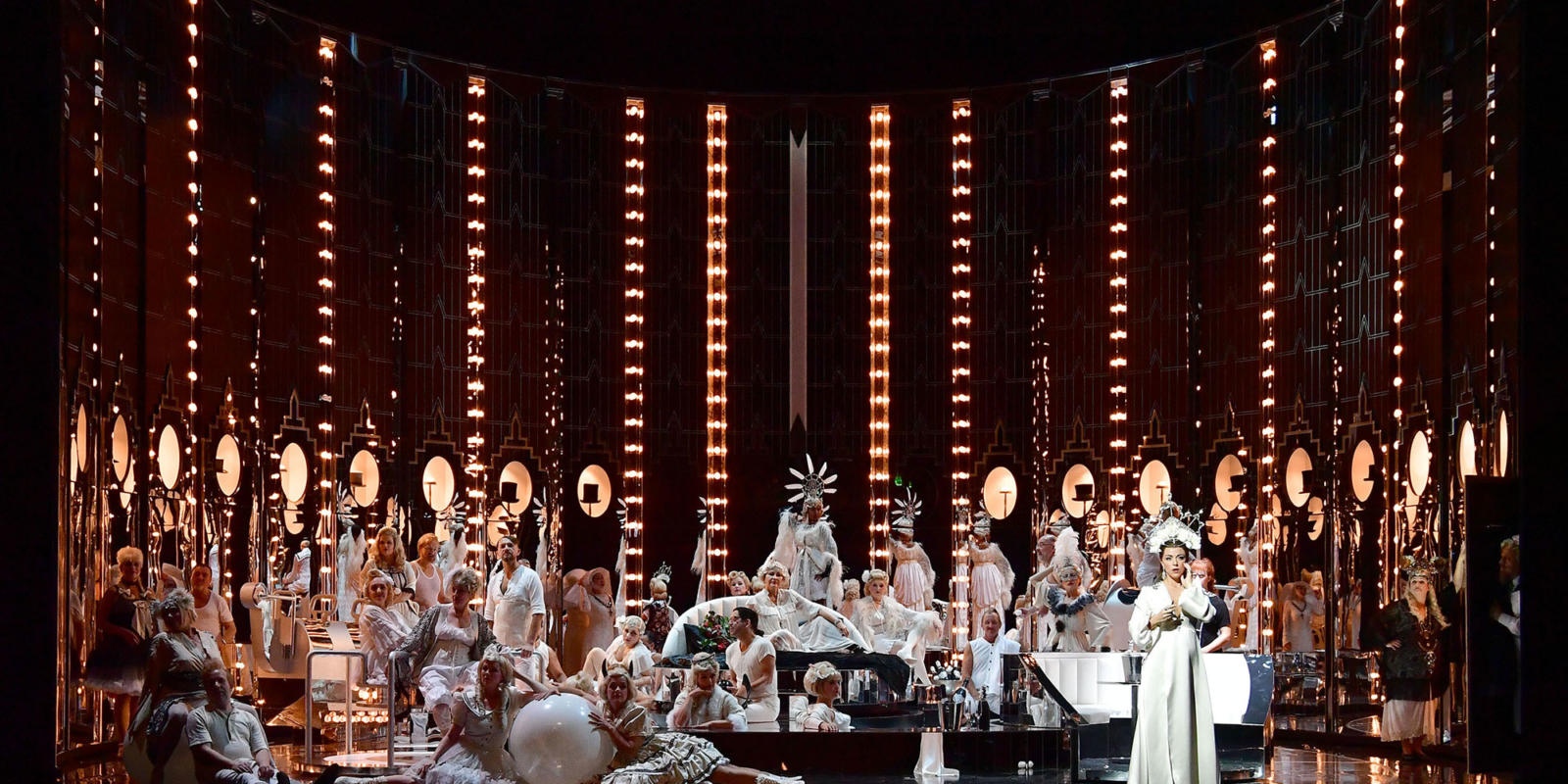 La-traviata_Chor-Winters-®-Sandra-Then