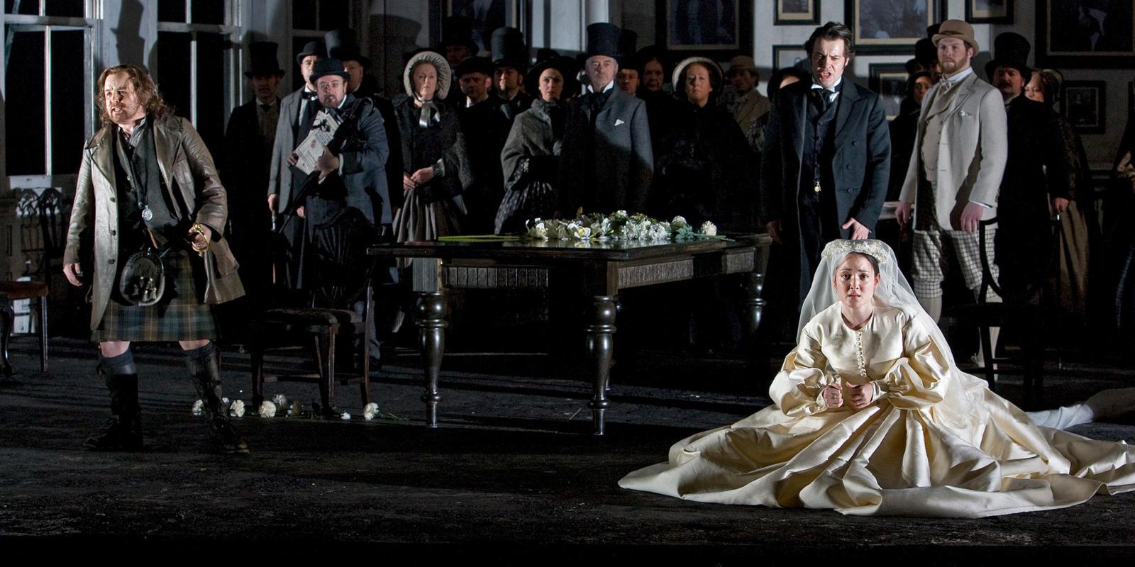 ENO Lucia di Lammermoor Anna Christy Barry Banks and ENO Chorus members (c) Robert Workman
