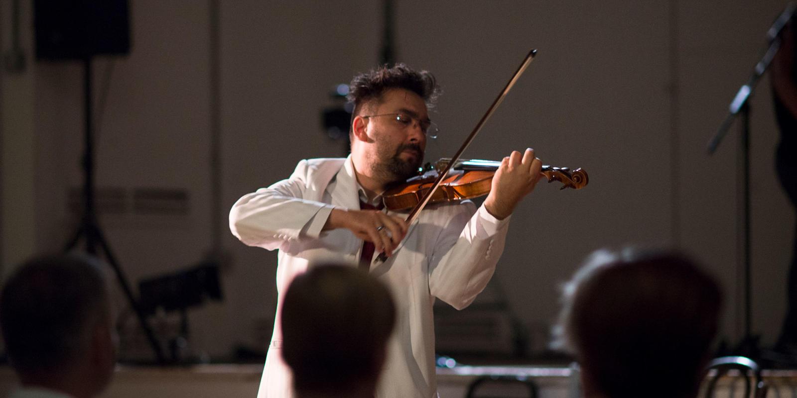 Tristesse Bogdan violinist Bogdan Vacarescu in ENO Youth Company final performance July 2018