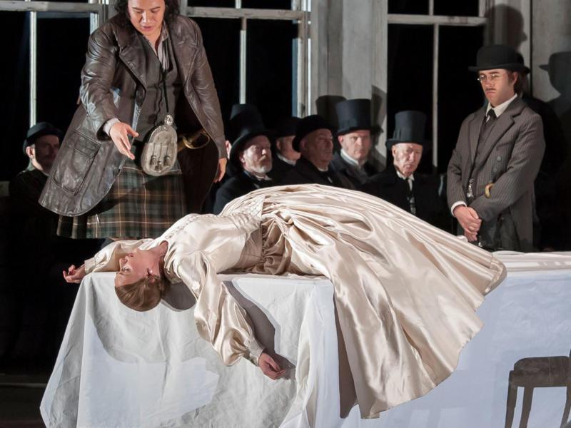 ENO Lucia di Lammermoor Eleazar Rodríguez Sarah Tynan Elgan Llŷr Thomas (c) John Snelling