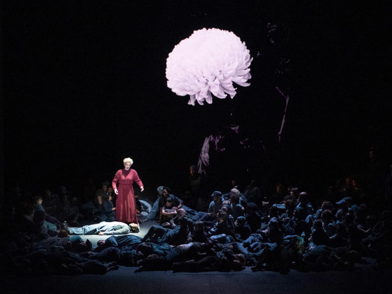 ENO War Requiem: Emma Bell and Ensemble (c) Richard Hubert Smith