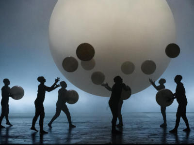 ENO1819 Akhnaten: Gandini Jugglers © Jane Hobson