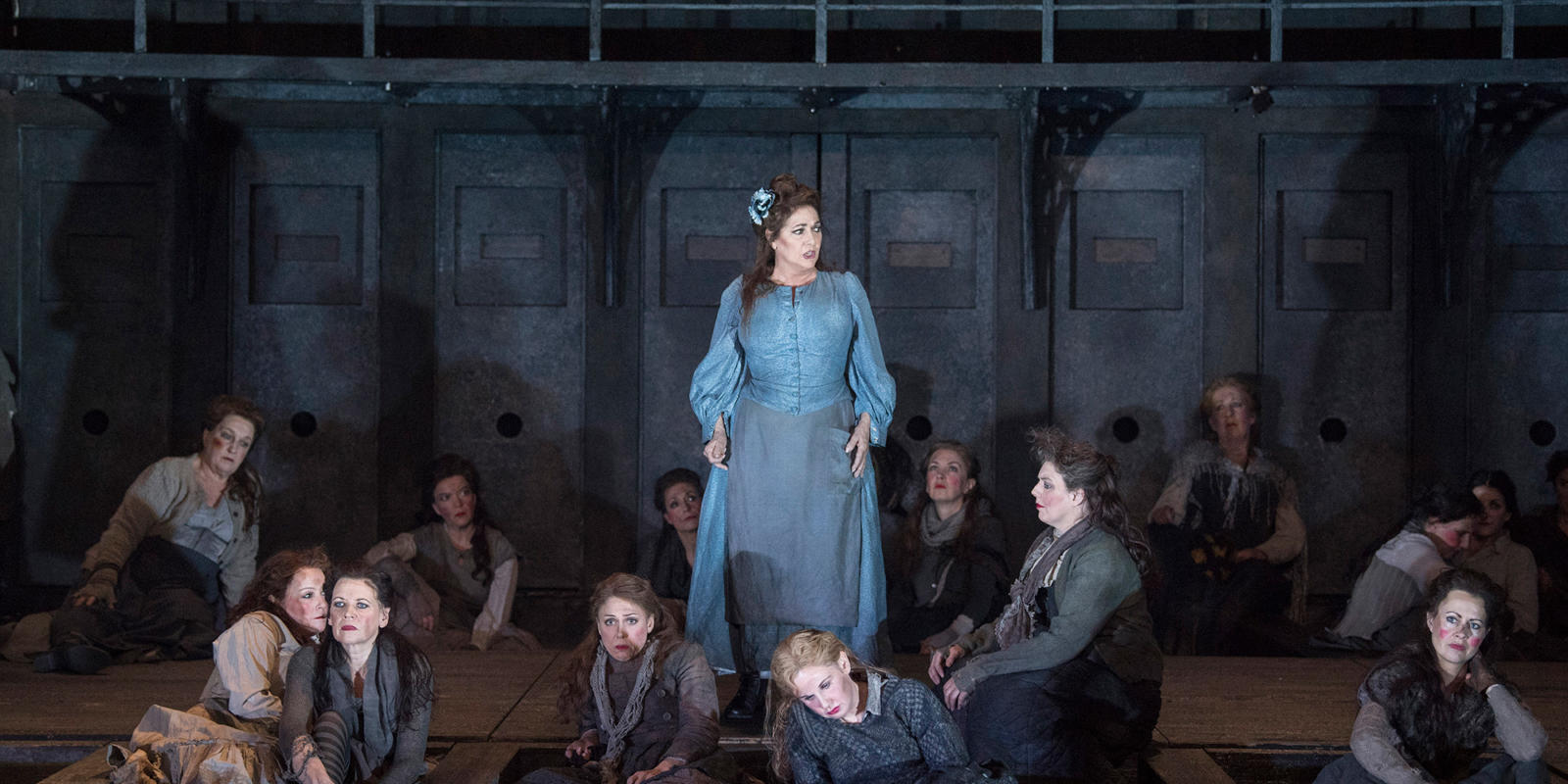 ENO 2018/19 Jack the Ripper: The Women of Whitechapel: Marie McLaughlin and members of the ENO Chorus © Alastair Muir