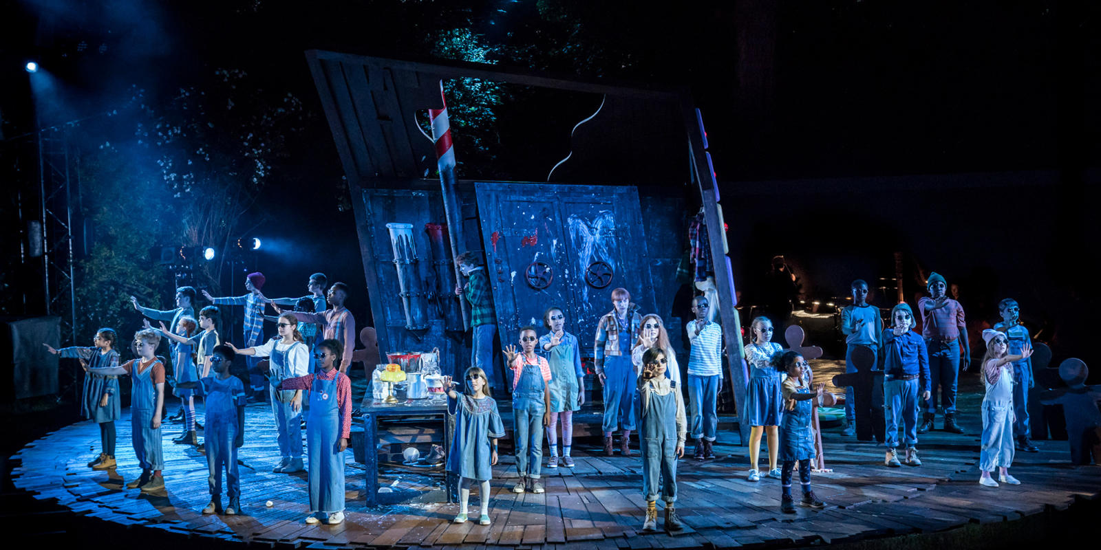 ENO Hansel and Gretel at Regent's Park Open Air Theatre: Rachel Kelly and Susanna Hurrell as Hansel and Gretel and Company, (c) Johan Persson.