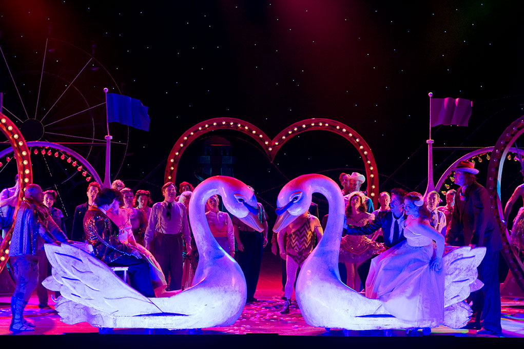 Fiordiligi and Dorabella are wearing wedding dresses, in the tunnel of love